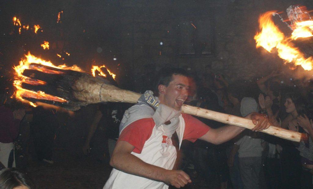 הפסטיבל הפירנאי של הורדת הלפידים